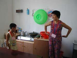 2000年8月17日三峡库区首批移民抵上海
